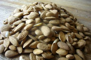 Almonds Raw 2